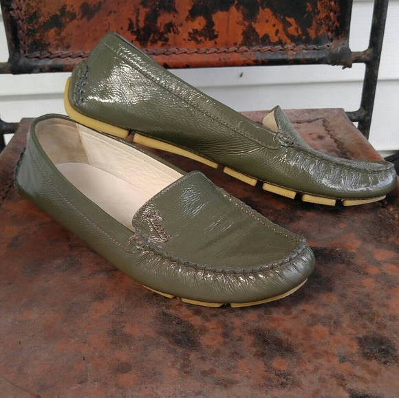 d8157d870ec Gucci Shoes - Women s Gucci Drivers Loafers Green 37